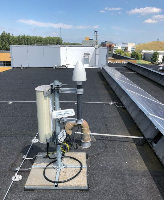 GNSS and DCF77 antennas on the roof of SIDN